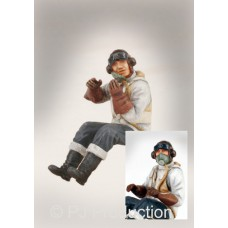 RAF pilot seated WWII 1/32