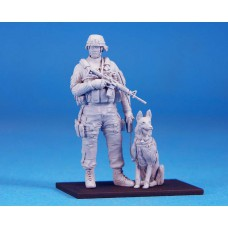 US K-9 with the handler 1/35